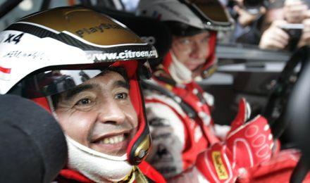 Maradona, copiloto de Loeb en la previa del Rally