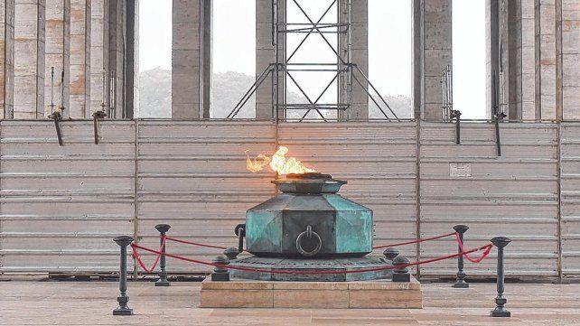En obra. Las tareas de restauración del Monumento a la Bandera continúan sumando obstáculos e inconvenientes.