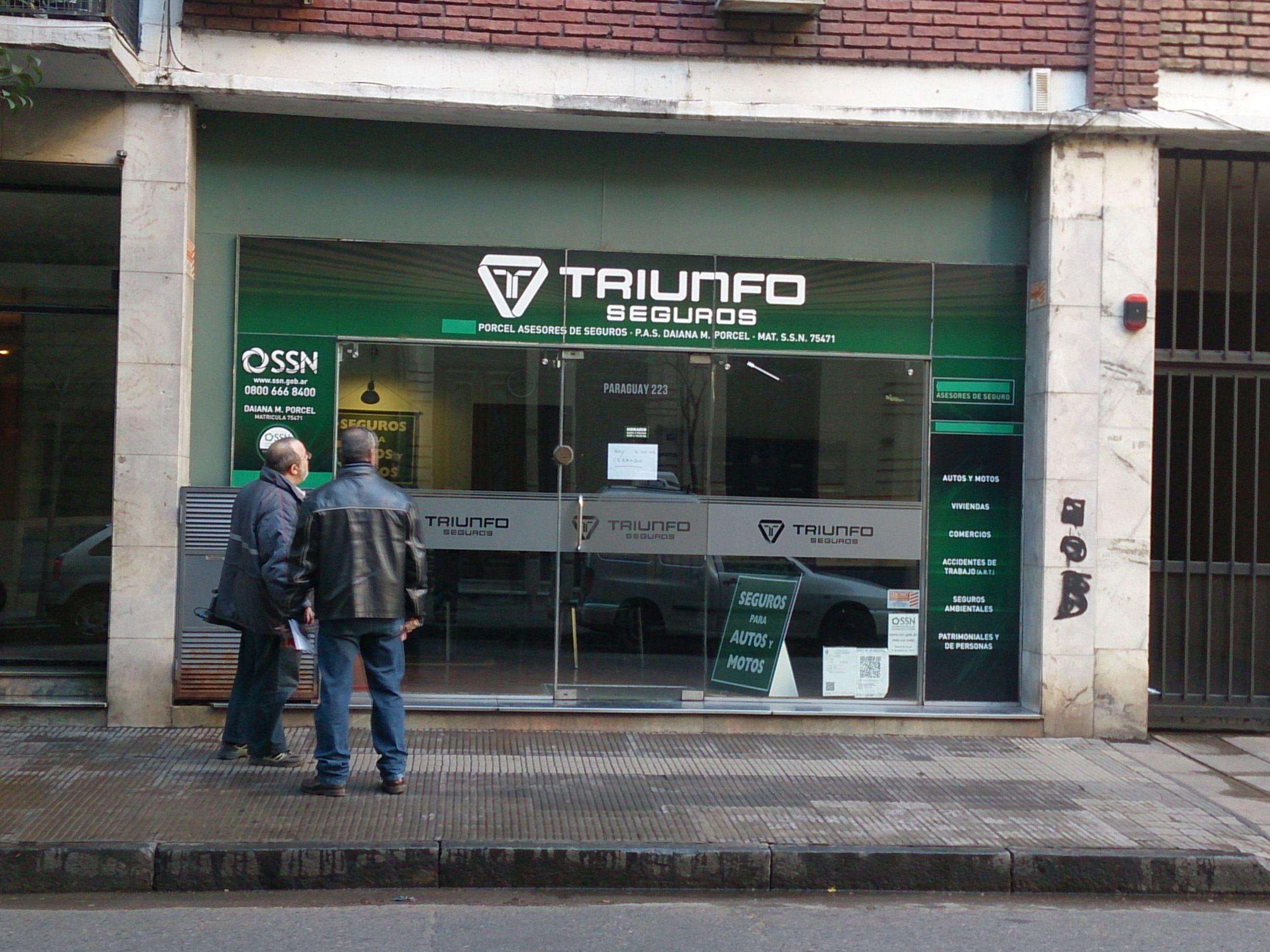 La agencia de seguros asaltada ayer a la tarde en calle Paraguay. (Foto:Celina Mutti Lovera)
