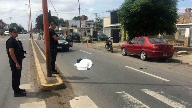 Murió un motociclista tras chocar con una columna en Villa Gobernador Gálvez