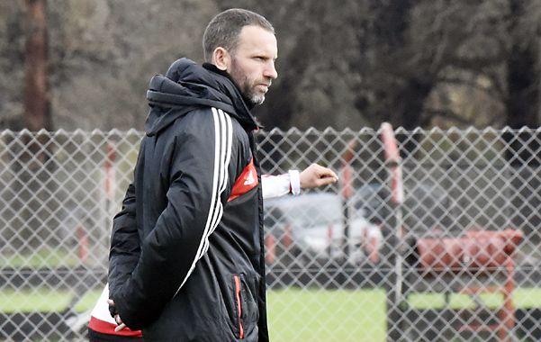 El entrenador analiza el equipo de cara al próximo partido.