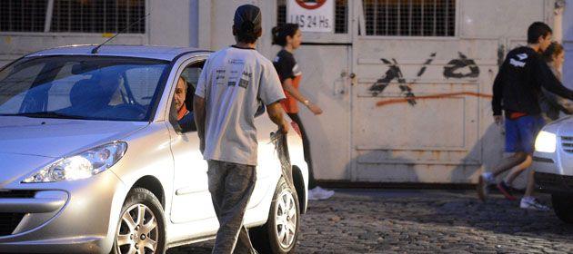 El edil Chale aseguró que los cuidacoches recaudan cerca de 300 mil pesos por partido de fútbol