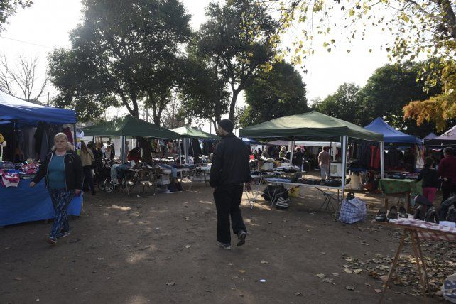 La Saladita local funciona en la plaza Homero Manzi (Salvá al 6000)