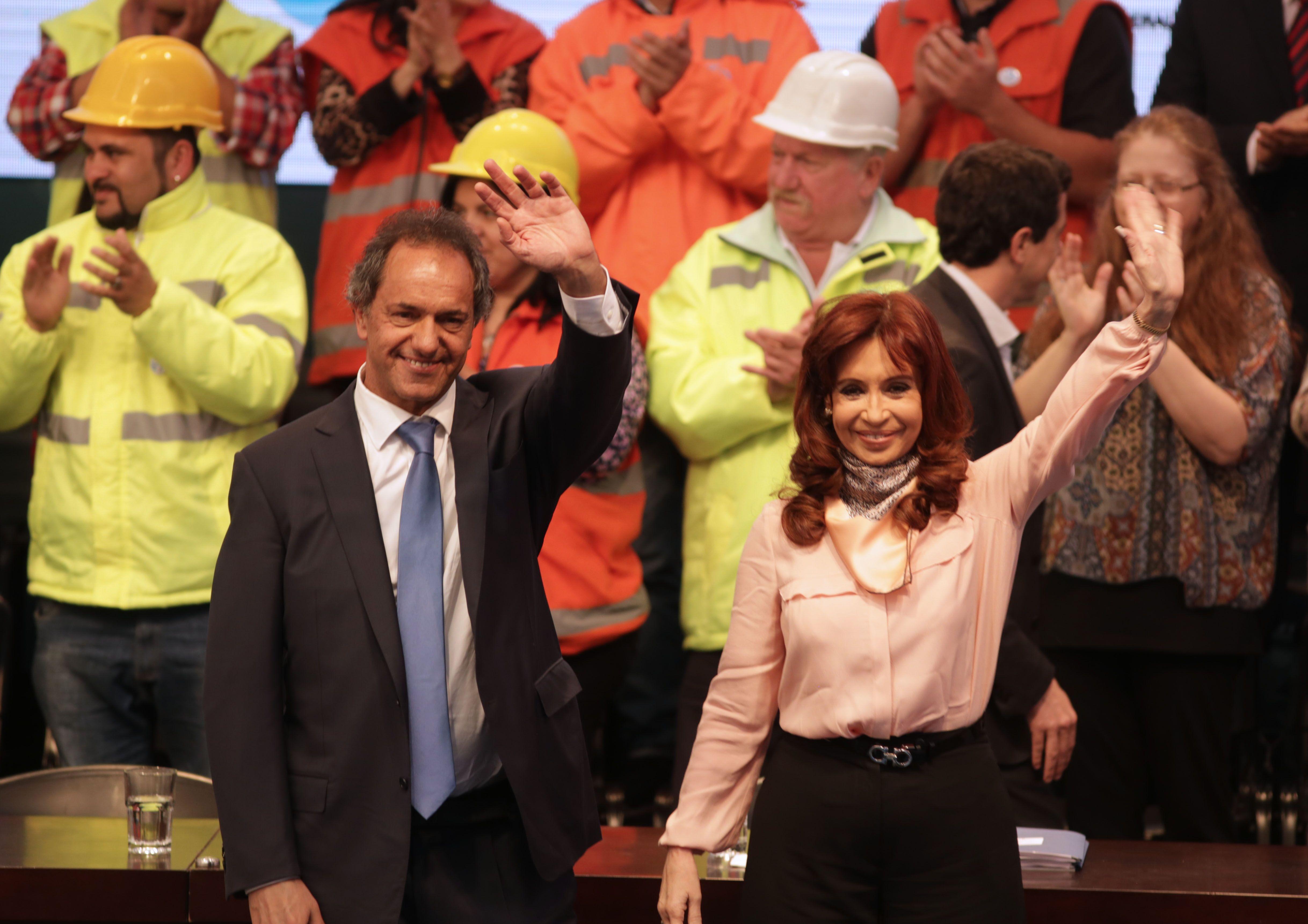 Codo a codo. Scioli acompañó a Cristina en un acto por inauguraciones de obras y el anuncio del pago de deuda.