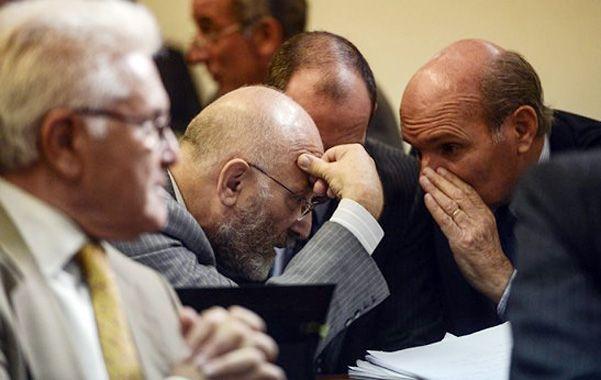 Consejo. Mathov recibió instrucciones de su abogado ayer en Tribunales.