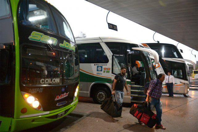 Se espera el regreso de 170 micros. Piden que los pasajeros no se queden dentro de la Terminal o en los andenes.