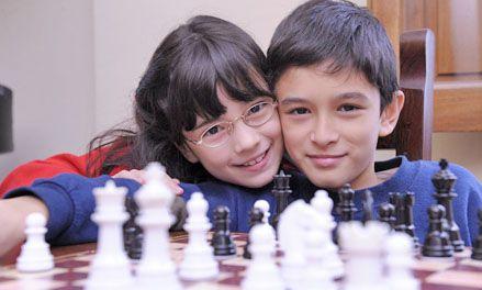 Hermanos y campeones ya miran al mundo desde sus tableros de ajedrez