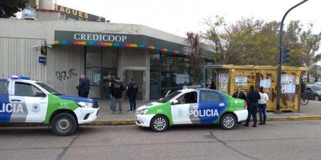 Los asaltantes perpetraron un robo comando la semana pasada en el banco Credicoop de La Plata.