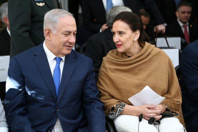 El primer ministro israelí Benjamín Netanyahu y la vicepresidenta Gabriela Michetti en una ceremonia en recuerdo de las víctimas del atentado a la Amia.