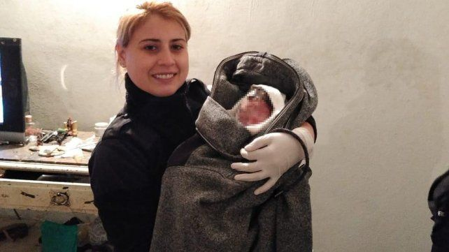 Una policía ayudó a dar a luz a una mujer en zona suroeste