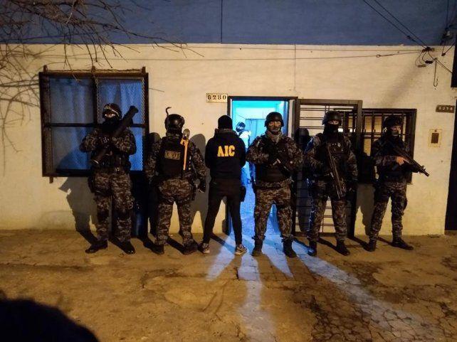 Según la pesquisa los detenidos recibían órdenes desde las cárceles de Piñero y mujeres.