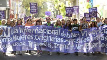 Cada 25 de noviembre, día internacional de la eliminación de la violencia contra mujeres, las calles del país se tiñen de violeta, el color que las identifica en su lucha.