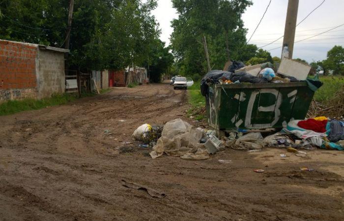 El cuerpo apareció cerca de un contenedor de basura de Garibaldi y Felipe Moré. (Foto: Sebastián Suárez Meccia / La Capital)