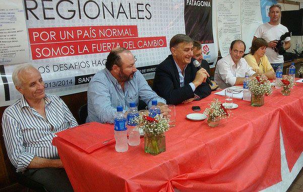 Mesa socialista. Binner encabezó una actividad partidaria en La Pampa.