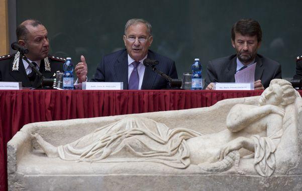 Obra de arte. Además recuperaron este sarcófago romano de mármol.