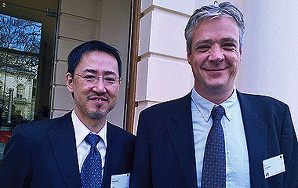 Adelantados. Yoshihiro Kawaoka ( izquierda ) y Ron Fouchier.