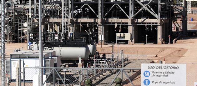 La Argentina debió salir al mercado a buscar mayor provisión de Gas Natural Licuado debido a que Repsol decidió no proveerle lo pactado