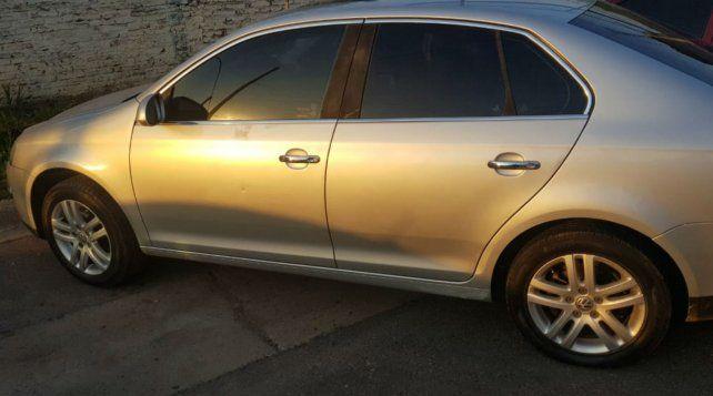 Un ladrón recibió una dura golpiza tras robar un auto y quedó en coma
