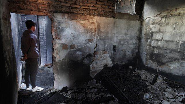 La casa donde vivía Aguirre quedó totalmente destruida por el incendio.