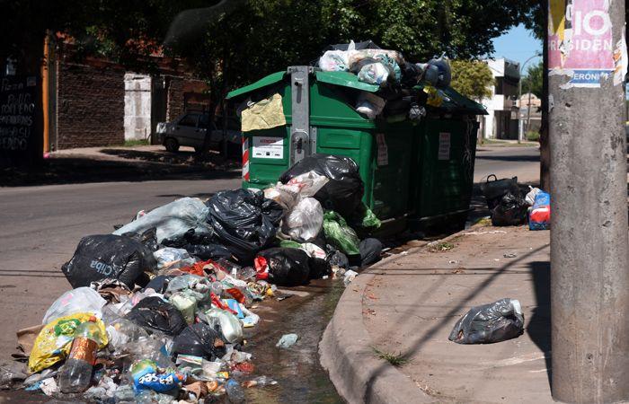 Una imagen repetida en muchos puntos de la ciudad. Los vecinos hacen sentir sus quejas en los medios.