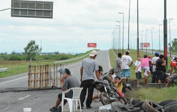 Así cortada estuvo la autopista a Buenos Aires durante ocho días. (S.Meccia)