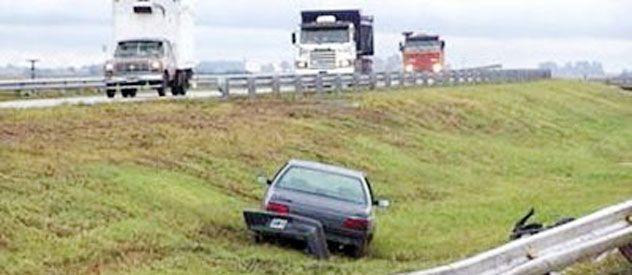 En el tramo comprendido entre los kilómetros 356 y 358 los autos pierden el control y van a parar a la banquina o el cantero.