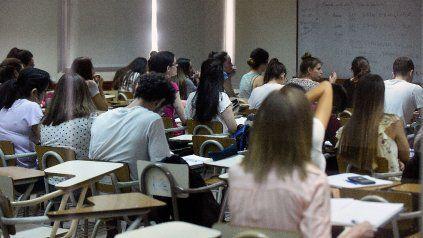 Universitarios se manifiestan a favor de una nueva ley de educación superior