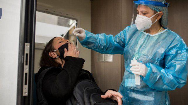 Coronavirus: siguen aumentando los casos en Rosario, que reportó 415 casos nuevos de los 845 que registró la provincia de Santa Fe