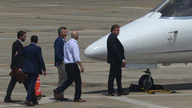 El presidente Mauricio Macri llegó al aeropuerto local y se trasladó a Timbúes.
