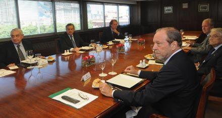 Empresarios y CGT cambian el eje de las demandas ante el gobierno