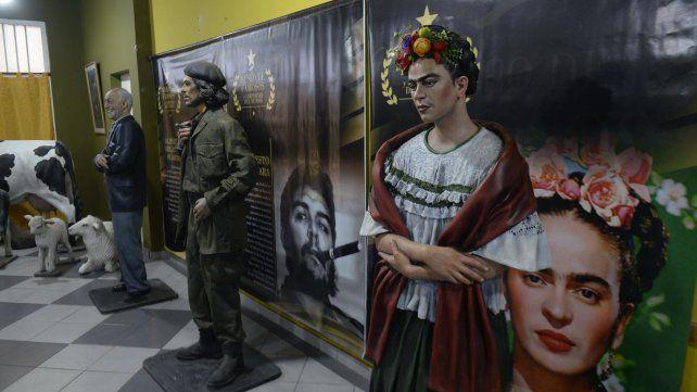 Frida Khalo está junto al Che Guevara y Alberto Olmedo.