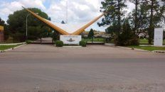El Liceo Aeronáutico Militar de Funes posee un régimen mixto de estudiantes.