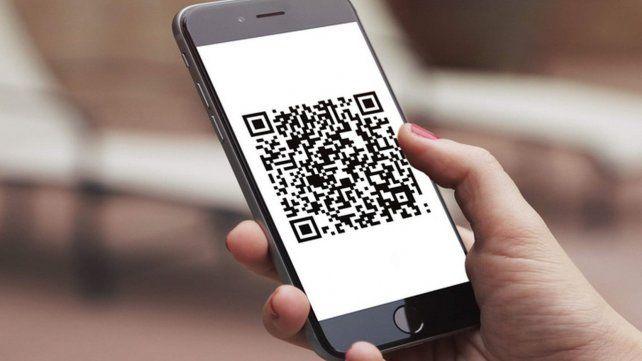 Todos los comercios y empresas deberán tener código QR para recibir pagos con transferencia