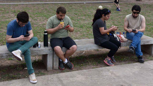 Todos con el celular