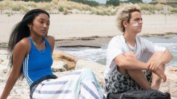Jordan Kristine Seamon y Jack Dylan Grazer son dos adolescentes en busca de su identidad sexual.