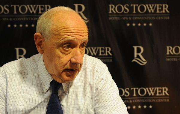 Lavagna dice que la economía está en su peor momento y que el gobierno no consigue acertar con las medidas.