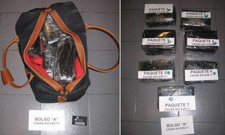 Detuvieron en Ezeiza a dos hombres cuando cargaban cocaína en un avión