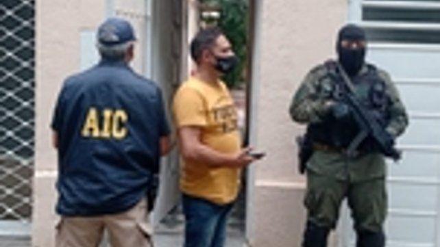 El allanamiento a una casa de Felipe Moré al 900 que había sido usurpada por la banda.