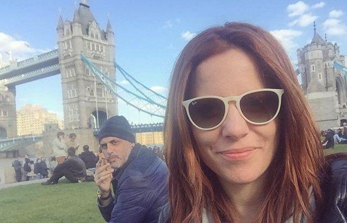 Rial está de vacaciones en Europa con su novia.
