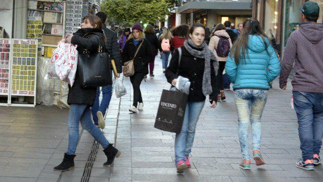 Las ventas en la peatonal Córdoba tuvieron un leve repunte por el Día del Padre.