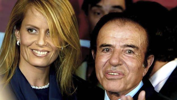 Una biografía de Cecilia Bolocco afirma que su hijo no es de Carlos Menem