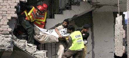 Al menos 20 personas murieron en doble atentado suicida en Pakistán