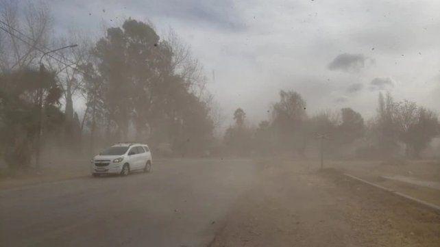 El viento Zonda azotó Mendoza y obligó a suspender las clases