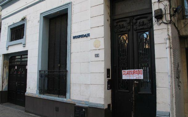 El inmueble de San Juan al 1400 se anunciaba como hospedaje. (Foto: A. Celoria)