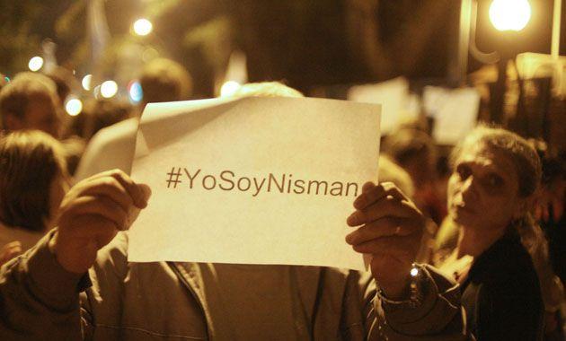 Anoche miles de personas se manifestaron en todo el país para pedir justicia por la muerte del fiscal.