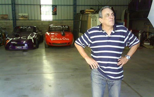 En su salsa. La imagen es en el museo del Flaco y el primer auto a su derecha es el Torino del debut del 71 en TC