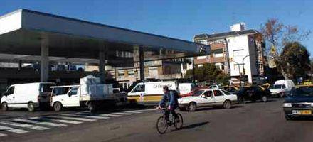 Largas colas para comprar combustible: se agotan los stocks en Rosario