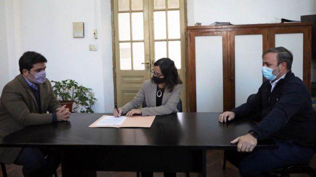 El convenio entre el Ruaga y la Subsecretaria de Registros se rubricó en Santa Fe.