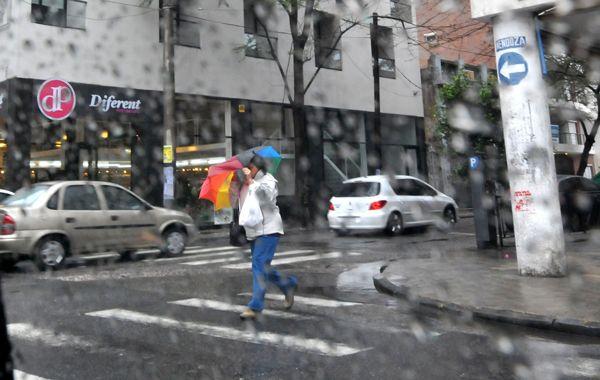 La lluvia azota la ciudad desde anoche