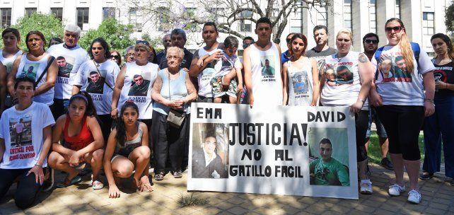 Familiares de Medina y Campos reclamaron en numerosas marchas justicia por el crimen de los muchachos.